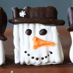 Snowman cookies – Pretzel covered with chocolate