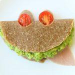 Crepes di grano saraceno con avocado, prosciutto e mozzarella