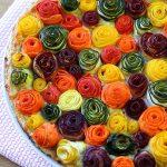 Torta di zucchine e carote alle rose