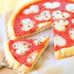 Rice pizza with tomato sauce and mozzarella – gluten free