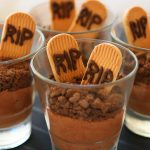 Vegan chocolate mousse with cookies – Halloween
