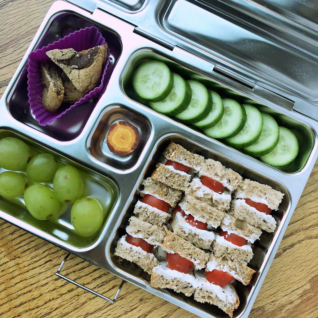 Post Halloween lunchbox 😉 Mini tomato and cheese sandwich bites + cucumbers + grapes + carrot + chocolate chip cookie.Happy 1st November
