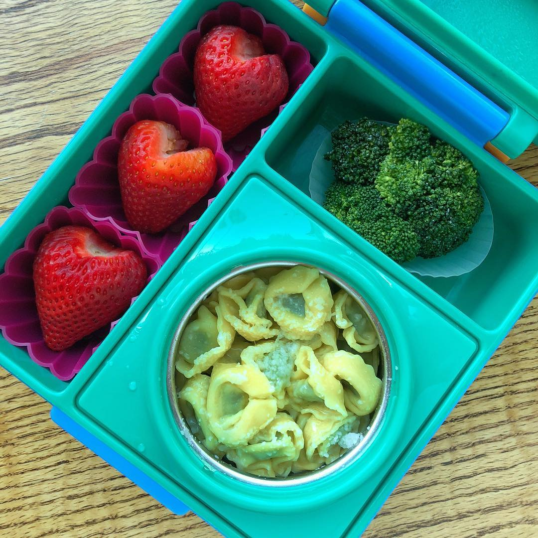 "Valentine Day is coming and this is an example of a super duper easy valentine lunchbox: strawberries heart shaped 💕💕 I simply removed the green leaves with a knife and a deeper ""V"" incision than usual…30seconds work 😉  Spinach ravioli with extra virgin olive oil + steamed broccoli + strawberries"