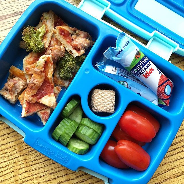 Easy ready in 5 min! Homemade pizza with broccoli and sausage + tomato + cucumber + wafers + low sugar yogurt @stonyfield  Happy Wednesday