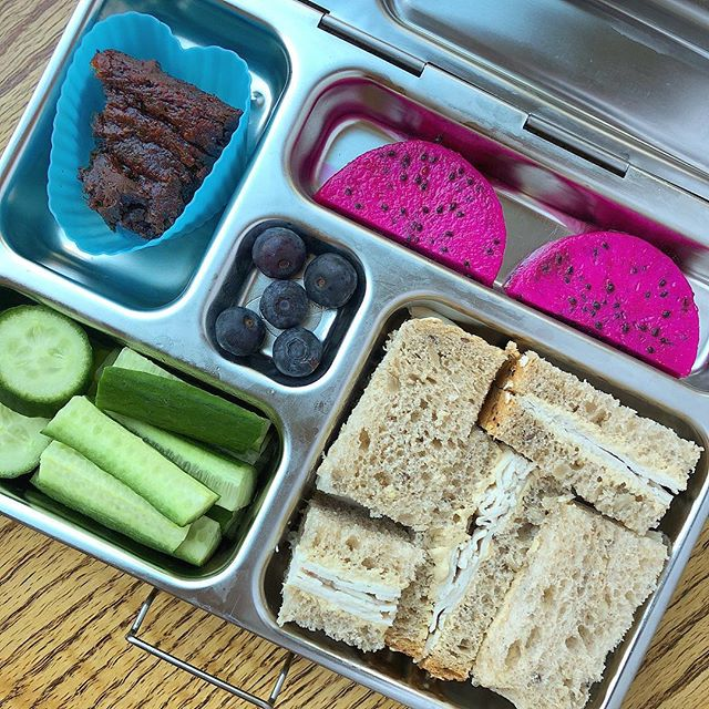 Wow, it's already Friday!! Turkey hummus sandwich + dragon fruit + homemade zucchini vegan brownie + cucumber + blueberries