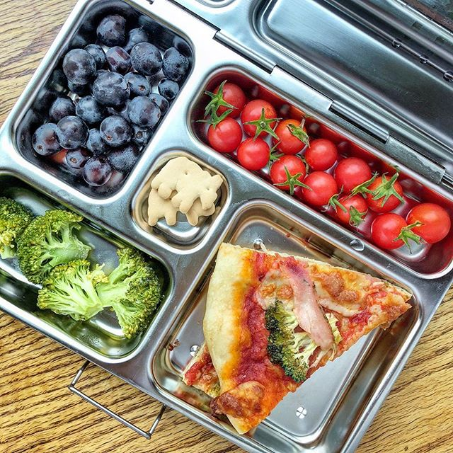 Happy Monday!!! Leftover homemade pizza + steamed broccoli + mini tomatoes + black grapes + cracker. Let's start the week with some color