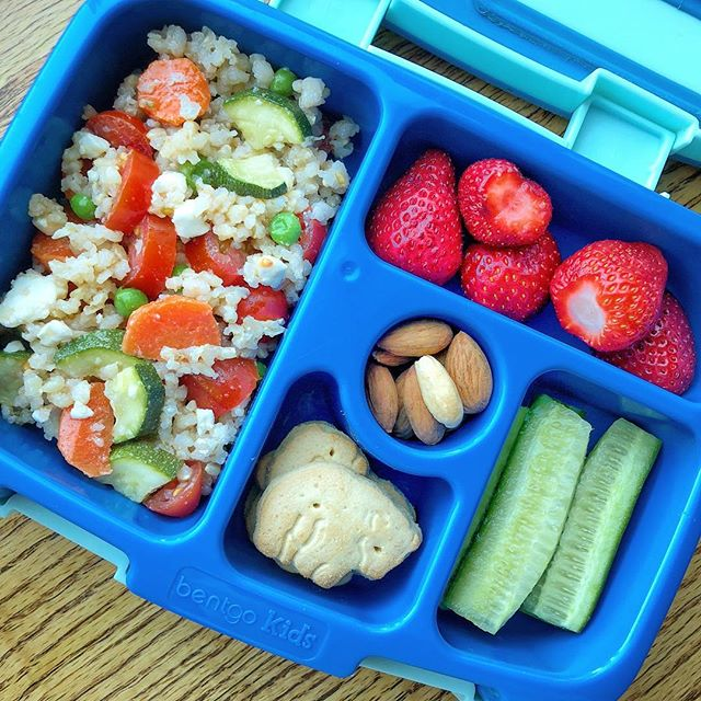 I really like reinventing leftovers 😊 I still had some steamed veggies (carrots zucchini sweet peas) from my filming and I mixed them with brown rice + feta cheese + tomatoes for a summer salad!  Strawberries + cucumber + crackers + almonds complete the